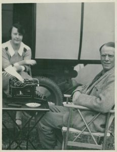American author Sinclair Lewis with his wife dorothy Thomson, Nobel Prize in Literature 1931. Ca. 1920. Photo: Unknown. Public domain.