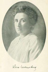 Portrait Rosa Luxemburg, etwa 1895 bis 1905 (?). Photo: Unbekannt. Public Domain.
