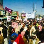 """Protester i Yemen, februar 2011. Se """"det arabiske forår"""" og februar nedenfor. Kilde: https://commons.wikimedia.org/wiki/File:Yemen_protest.jpg"""