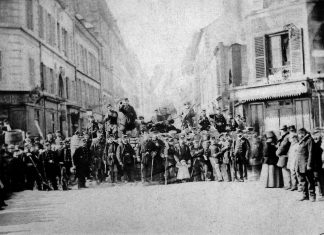 Barricade rue Saint-Sébastien at the crossroads with boulevard Richard-Lenoir. Photo: Unknown. Collection: Historical library of the City of Paris. Public Domain.