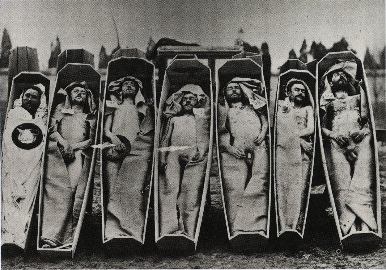 Bodies of militants of the Paris Commune. Photo: André-Adolphe-Eugène Disdéri (1819–1889), French photographer. Public Domain.