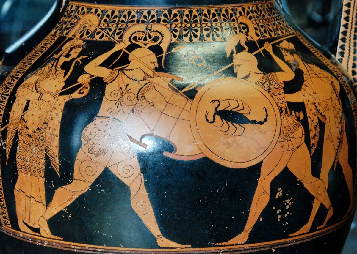 Warriors, flanked by Hermes and Athena. Amphora by the potter Andokides and the Andokides Painter, circa 530 BC. Collection: Musée du Louvre, Paris, France. Photo: Jastrow (2007). Public Domain.