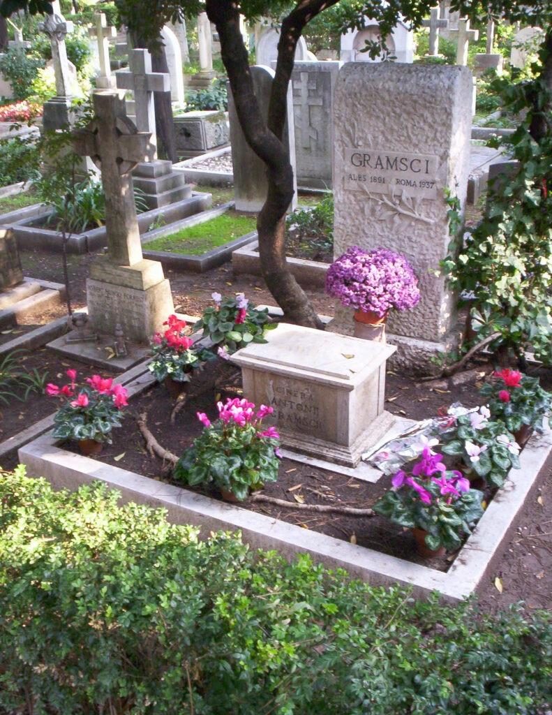 The grave of Antonio Gramsci in Rome. Photo: Taken 13 November 2006 by Jimmy Renzi. (CC BY-SA 3.0).