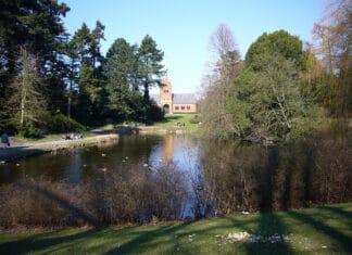 Søen på Vestre Kirkegård, Københavb, Danmark. Foto: Taget 25 marts 2007 af Jan Rasmussen. Public Domain.