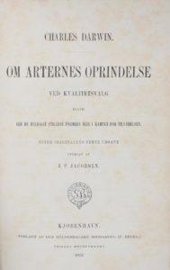 Botanikeren og forfatteren J. P. Jacobsen oversatte i 1871-72 Arternes oprindelse til dansk.