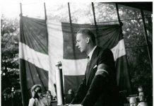 Børge Houmann taler ved folkefesten for Martin Andersen Nexø i Fælledparken i København d. 26. juni 1945. Foto: Fotograf Frode Aggersbo, Københavns Foto Service, St. Kongensgade 50 K. Licens: No Known rights.