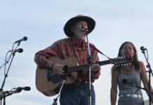 """Pete Seeger sings """"Turn, Turn, Turn"""" at the Great Hudson River Revival 2011. Photo: Jim, the Photographer. (CC BY 2.0)."""