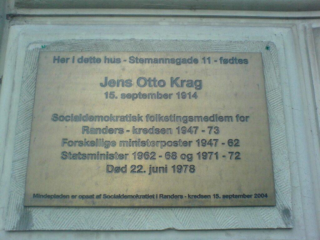 Mindepladen for Jens Otto Krags fødehjem i Randers. Foto taget 14 November 2006 af Esben Fjord fra København. (CC BY-SA 2.0).