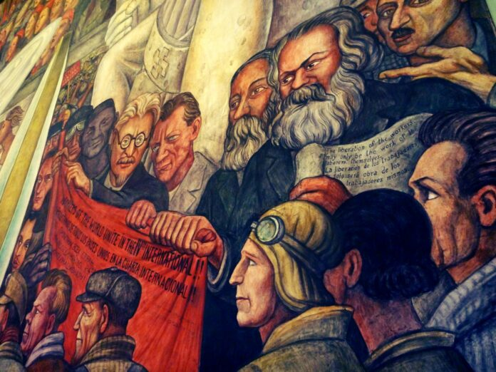 James P. Cannon (t.h. for Trotskij/to the right of Trotsky, with Fr. Engels, Karl Marx, Max Shachtman, a.o. (Text: Workers of the World Unite in the IVth International!!). Mural by Diego Rivera. Photo: Taken at April 7, 2013 by Jesús Dehesa. (CC BY-ND 2.0).