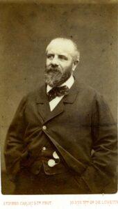 Eugène Pottier photographié ca. 1870 par Étienne Carjat (1828–1906). Collection: Musée de l'histoire vivante. Public Domain.