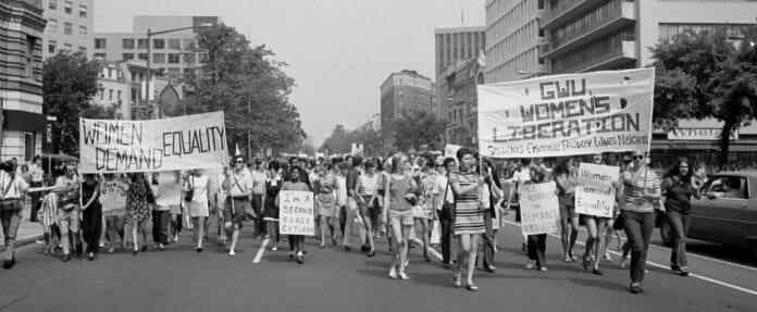 Women's lib[eration] march from Farrugut Sq[uare] to Layfette [i.e., Lafayette] P[ar]k, 26 August 1970. Photo: Warren K. Leffler. Collection: the United States Library of Congress's Prints and Photographs division. Public Domain.