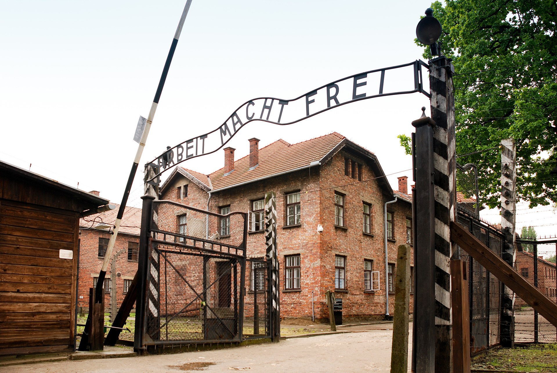 German concentration camp, Auschwitz I (the main camp), Poland. Date: 22 May 2010. Author: xiquinhosilva. (CC BY 2.0). Source: Wikimedia Commons