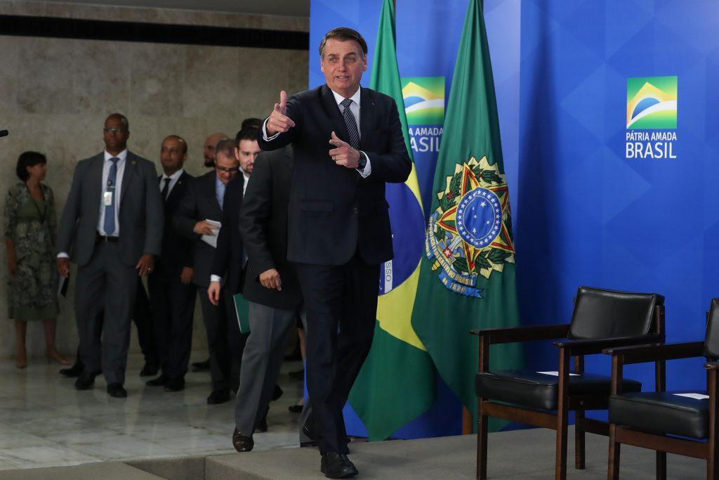 """(Brasilia - DF, 25/04/2019) President of the Republic Jair Bolsonaro reaches the place of the ceremony. Photo: Marcos Corrêa/PR. 25 April 2019, Author: Palácio do Planalto (CC BY 2.0). Source: <a href=""""https://commons.wikimedia.org/wiki/File:2019_Solenidade_de_Assinatura_do_Decreto_que_revoga_o_Hor%C3%A1rio_de_Ver%C3%A3o.jpg"""">Wikimedia Commons</a>"""
