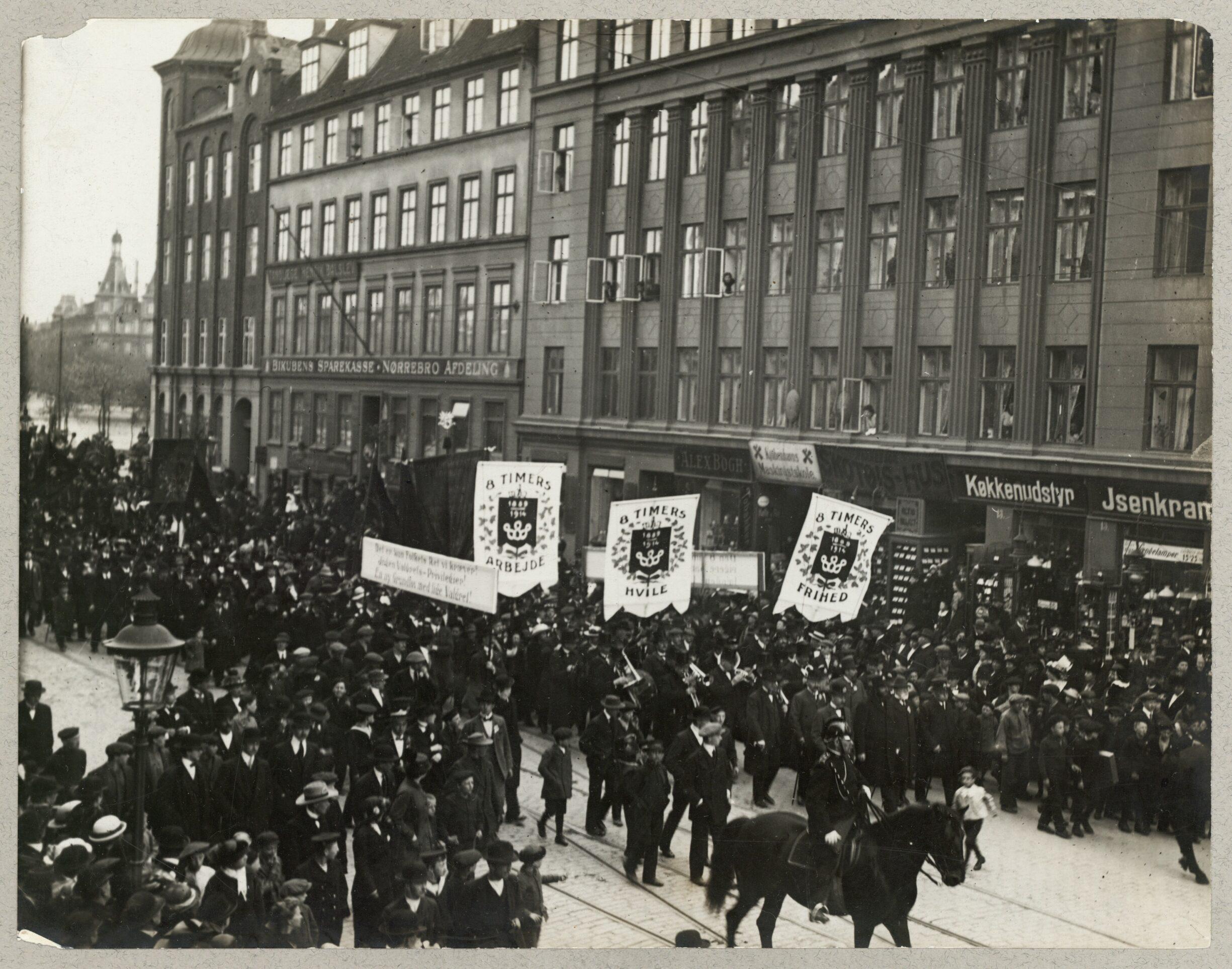 1. Maj 1914 på Nørrebrogade i København. Foto: Taget af Nowico (1933-1966) dansk luftfotofirma. (CC BY-NC-ND 4.0).