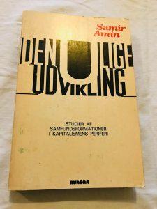 Hovedværk på dansk: Den ulige udvikling: Studier af samfundsformationer i kapitalismens periferi (Forlaget Aurora, 1979, 329 sider).