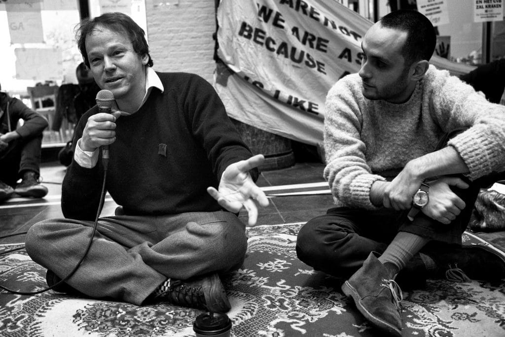 David Graeber, left, speaks at the Maagdenhuis occupation at the University of Amsterdam 7 March 2015. Photo: Guido van Nispen. (CC BY 2.0).