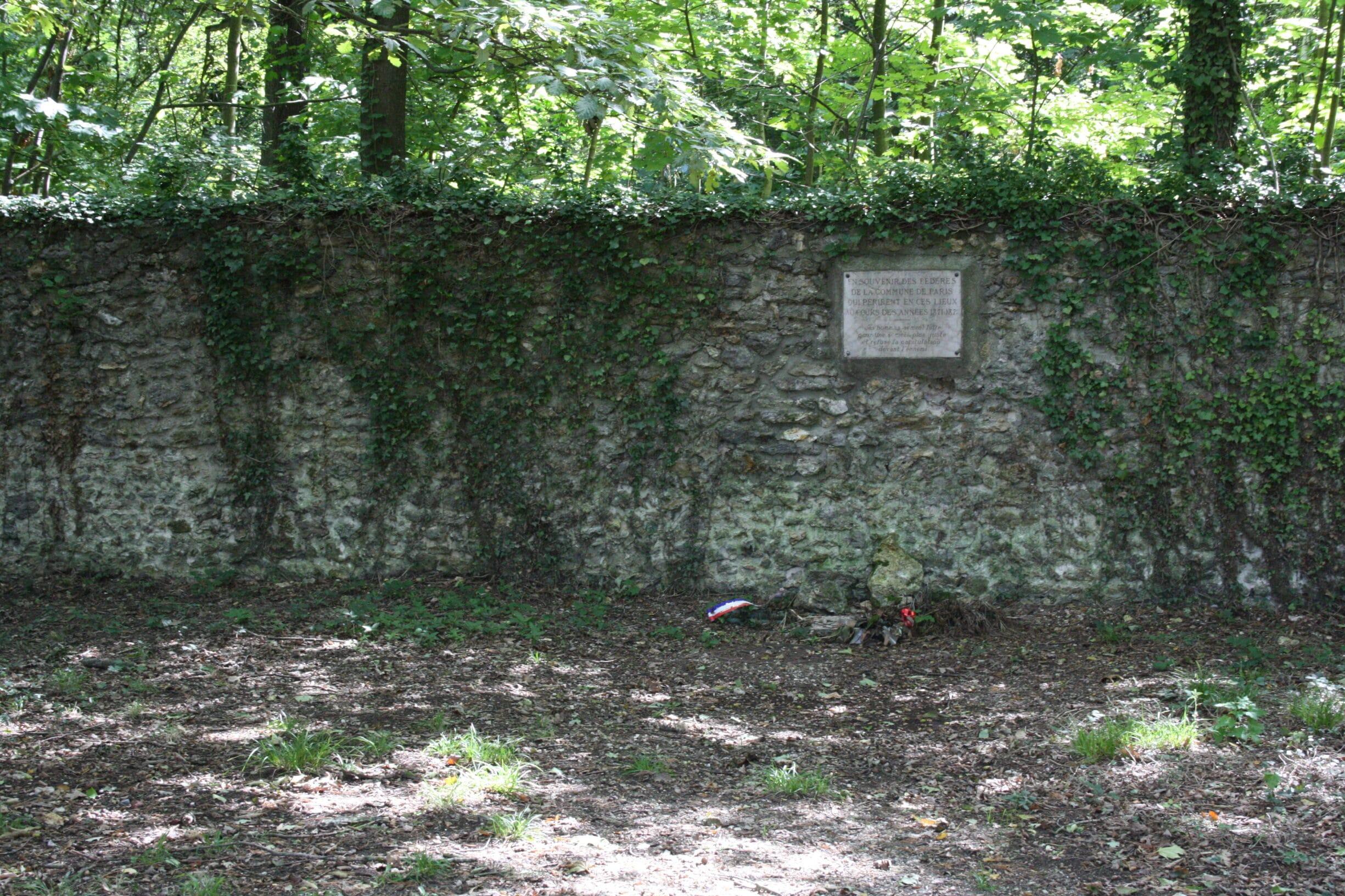 Kommunardernes Mur - Le mur des Fédérés - på Père-Lachaise-kirkegården i Paris, hvor de sidste forsvarere af Kommunen blev skudt. Foto: Taget 14 September 2011 af Lionel Allorge. (CC BY-SA 3.0).