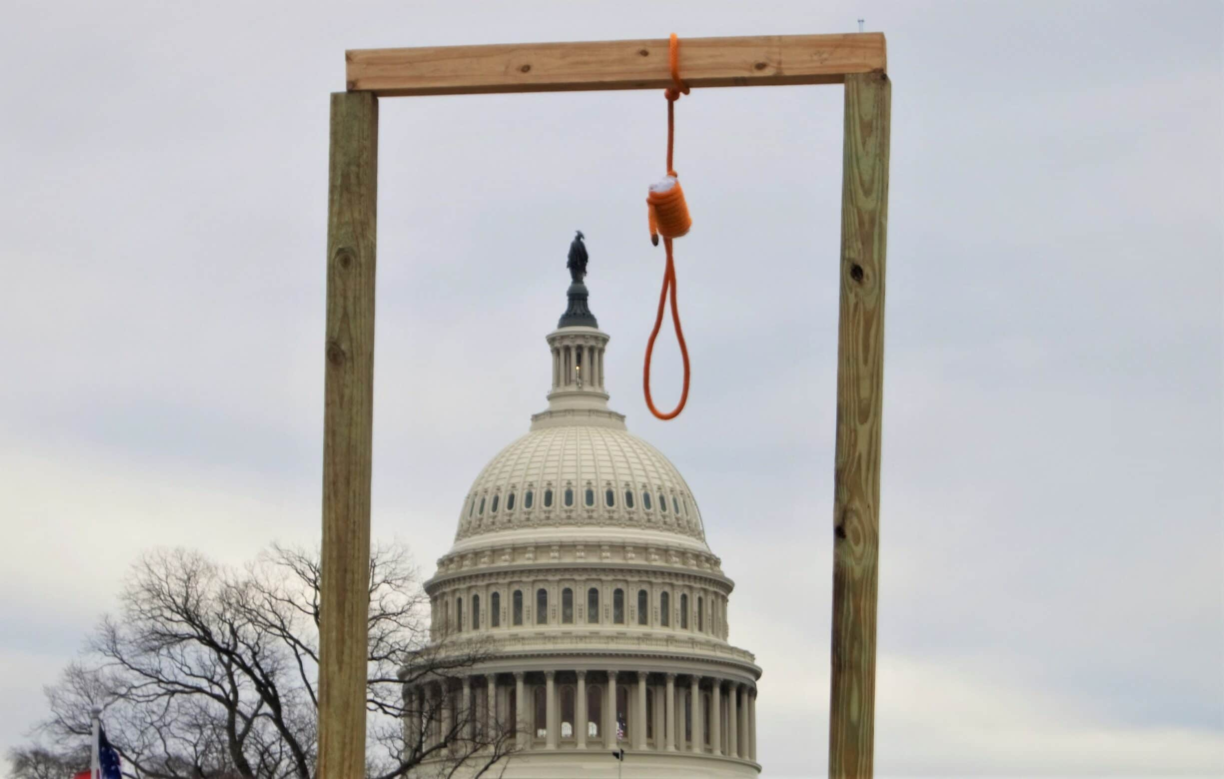 A gallows hangs near the United States Capitol during the 2021 storming of the United States Capitol, 6 January 2021. Photo: Tyler Merbler from USA. (CC BY 2.0).